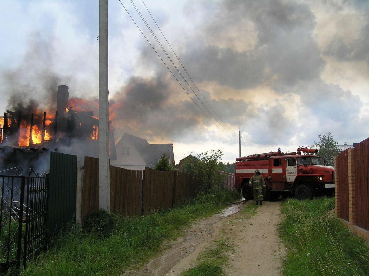 В Клинцовском районе сгорела частная дача