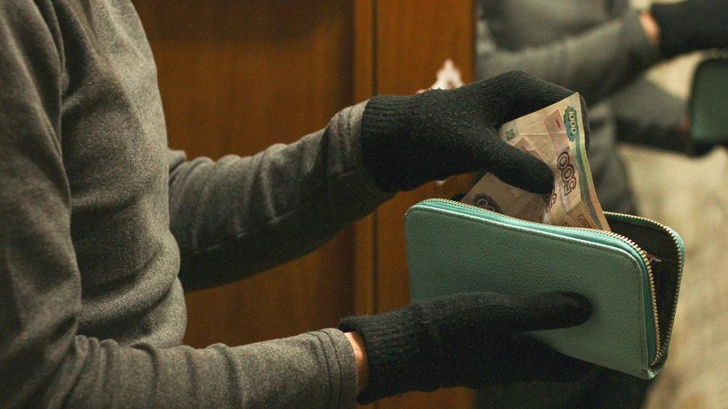 В Дятьково вымогатели жестоко избили мужчину и украли у него 5 млн рублей