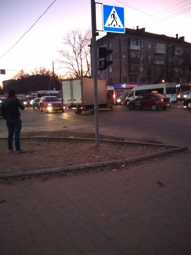 Брянцы застряли в гигантской пробке в Бежице
