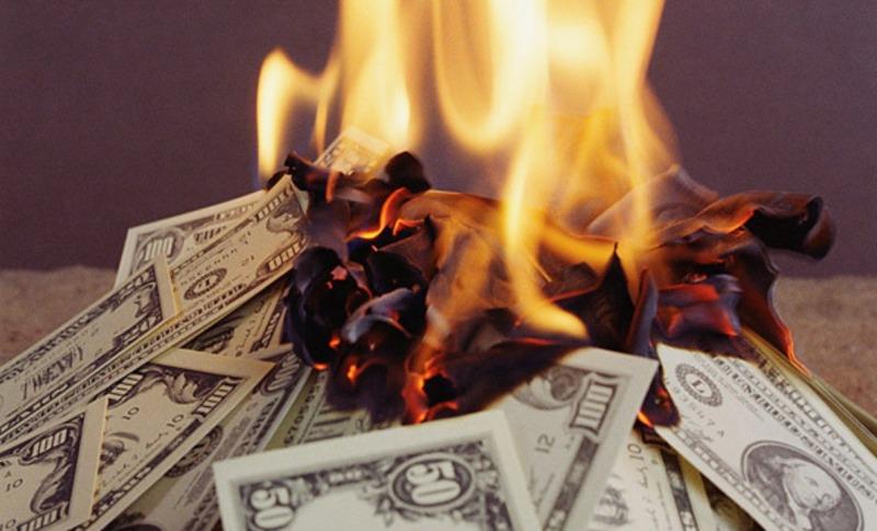 Житель Брянска случайно сжег 1,5 млн рублей в чайнике