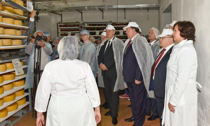 Депутаты Госдумы РФ приехали на брянское молочное предприятие