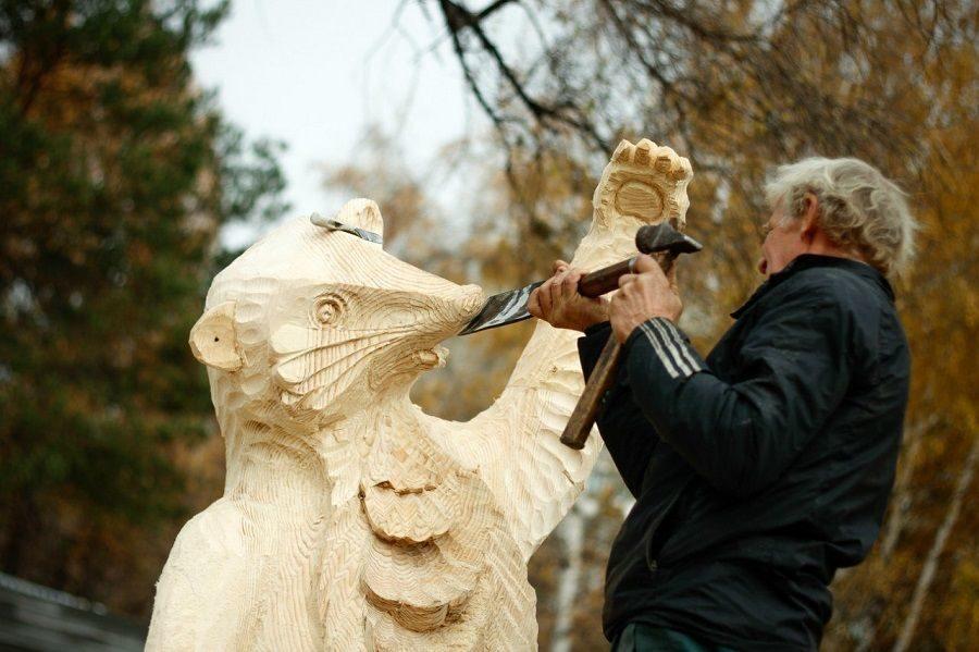 Деревянные скульптуры Александра Хомутова можно будет увидеть в Брянске