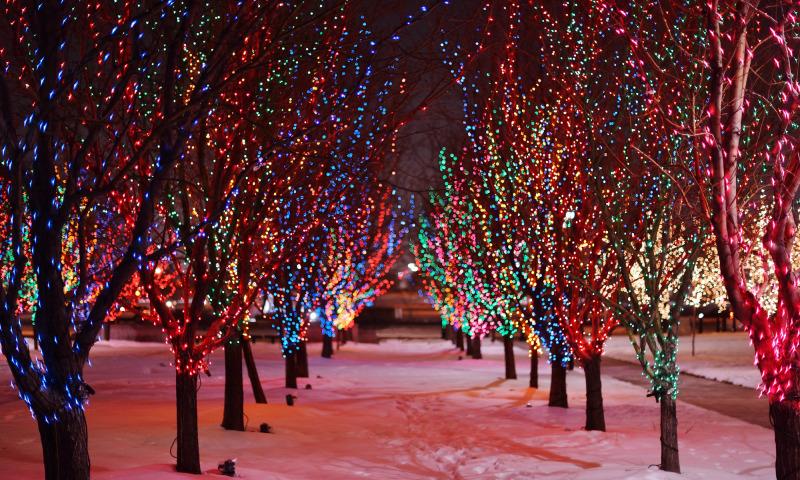 Улицы Брянска начали преображать к Новому году