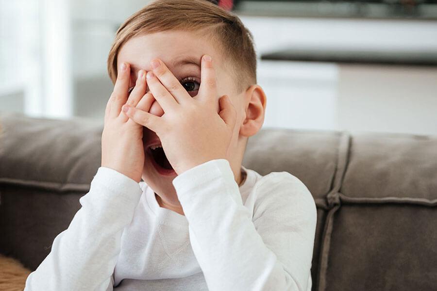 В Брянске бесстрашные дети приютили дома гадюку