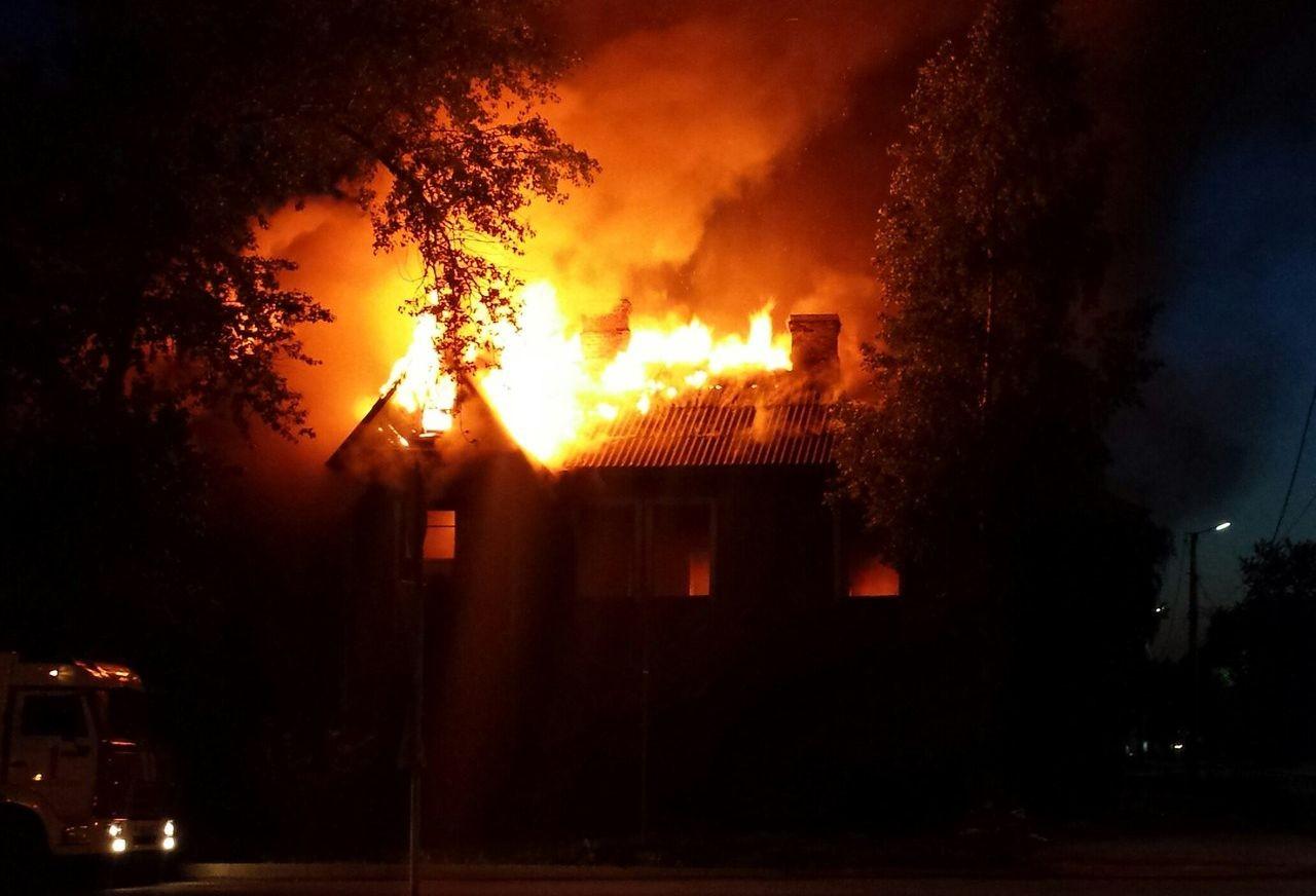 В городе Почепе ночью 14 марта тушили частный дом 8 часов