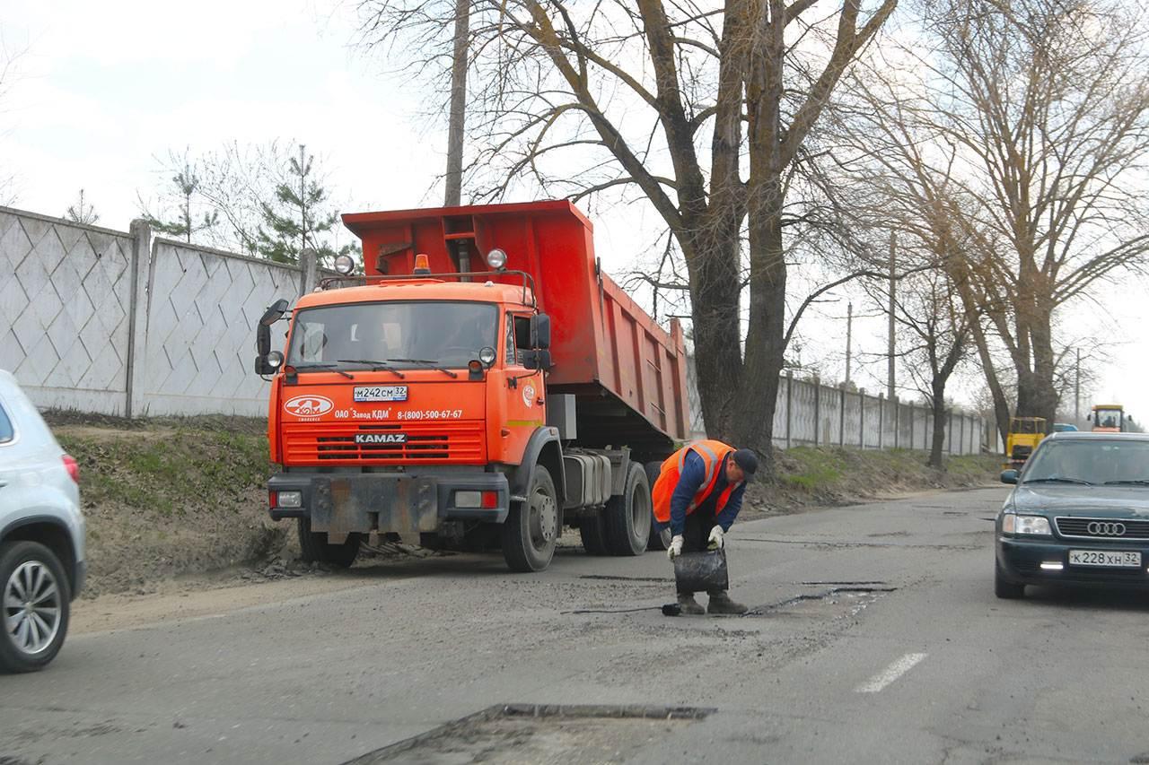 В Брянске признали браком 6 900 квадратных метров отремонтированных дорог
