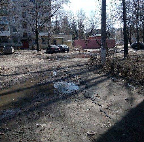Брянские пенсионеры пожаловались на разбитые дворы