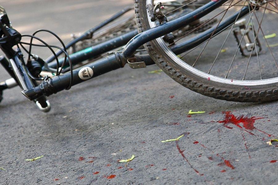В Дятьковском районе водитель иномарки покалечил 42-летнюю велосипедистку