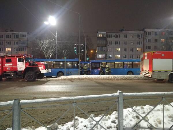 Пять человек оказались в больнице после столкновения автобусов в Брянске