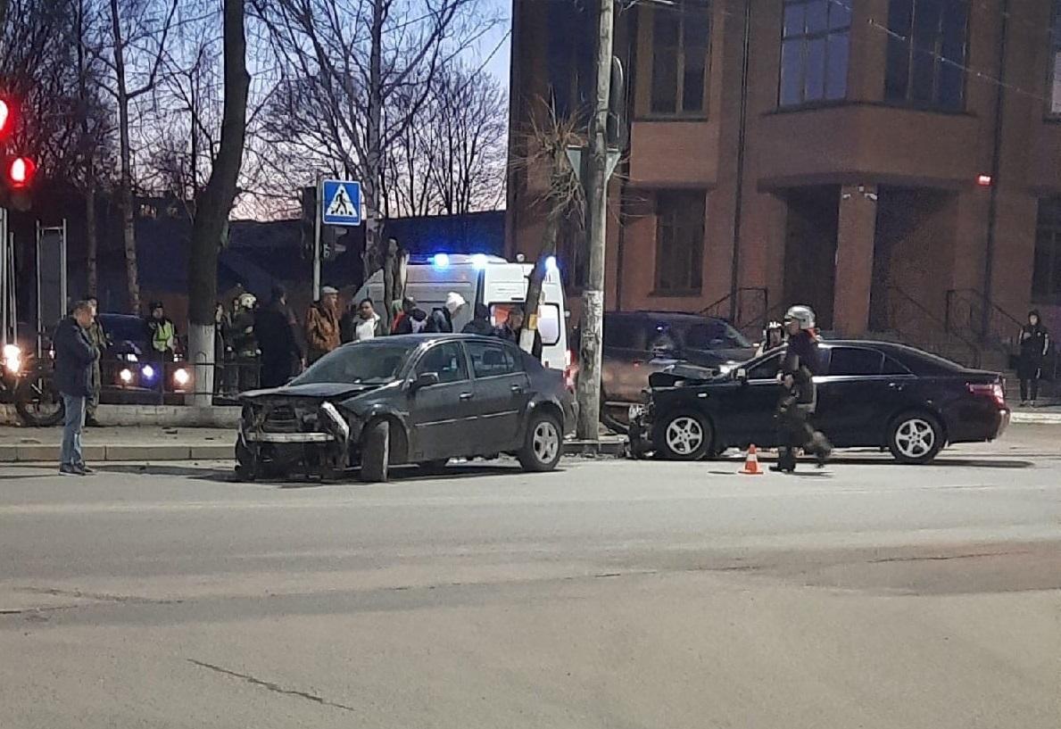 В Брянске возле железнодорожного колледжа произошло ДТП
