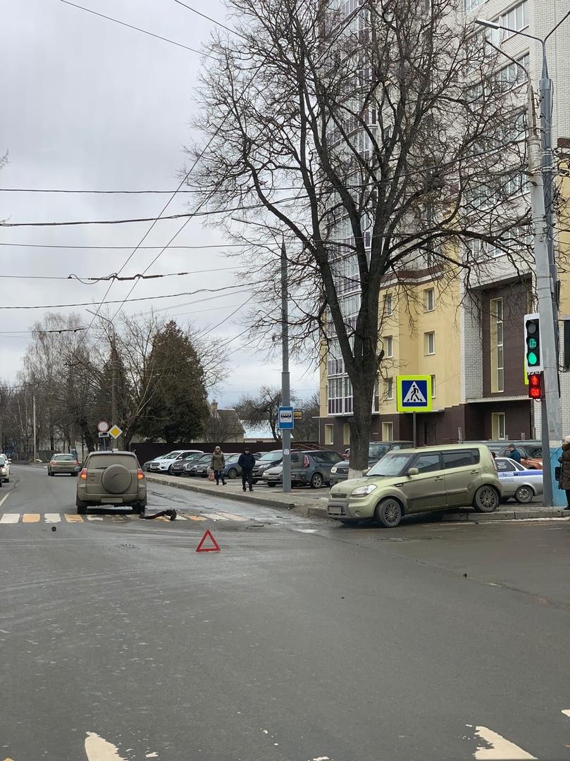На перекрестке в районе БГУ столкнулись два автомобиля