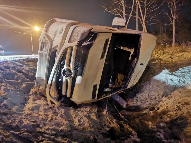 Семь человек пострадали в ДТП с микроавтобусом под Брянском