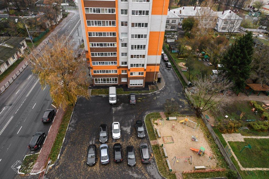В Брянске со двора дома №58 на Дуки вывезли 20 мешков мусора