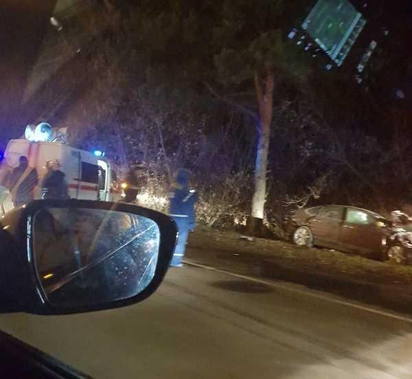 Жуткое ДТП в Брянске: одна машина загорелась, другая — в кювете