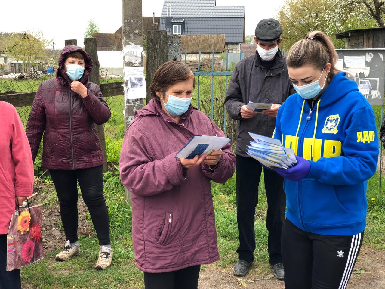 В Брянске волонтеры от ЛДПР бесплатно раздадут семена дачникам иогородникам