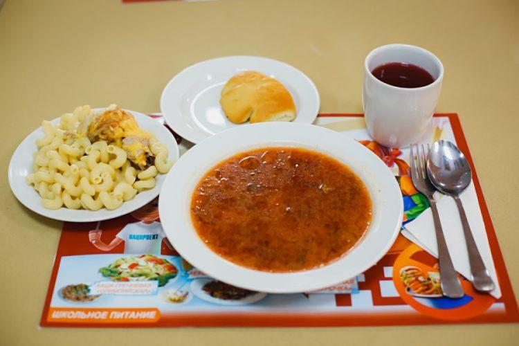 Брянским руководителям школ и детсадов рассказали, как правильно кормить детей