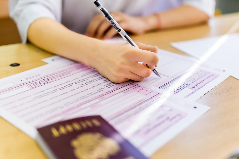 ЕГЭ в 2021 году сдадут 2 399 брянских одиннадцатиклассников