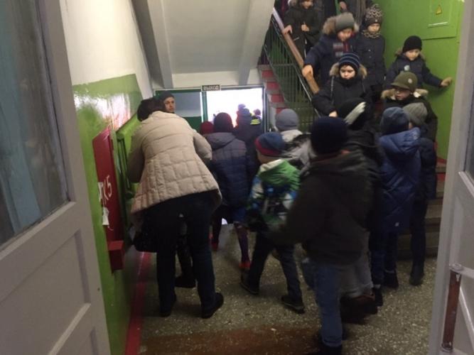 В Клинцах эвакуировали детей из спортивной школы