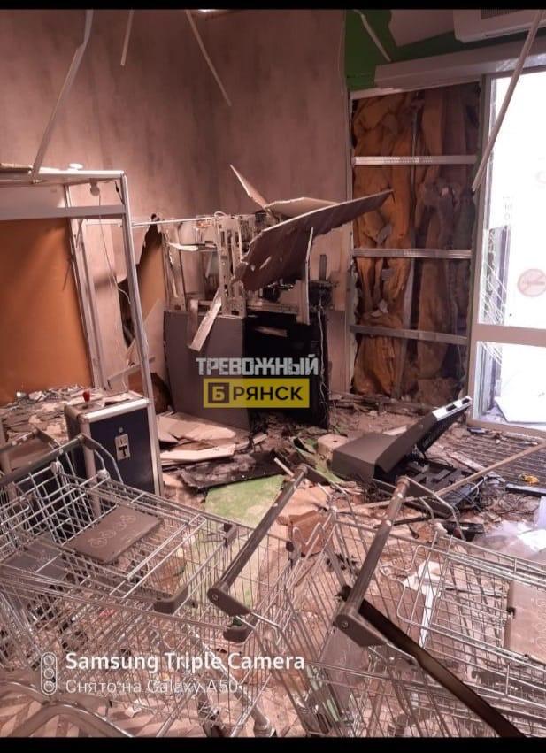 В Белых Берегах взорвали банкомат в магазине