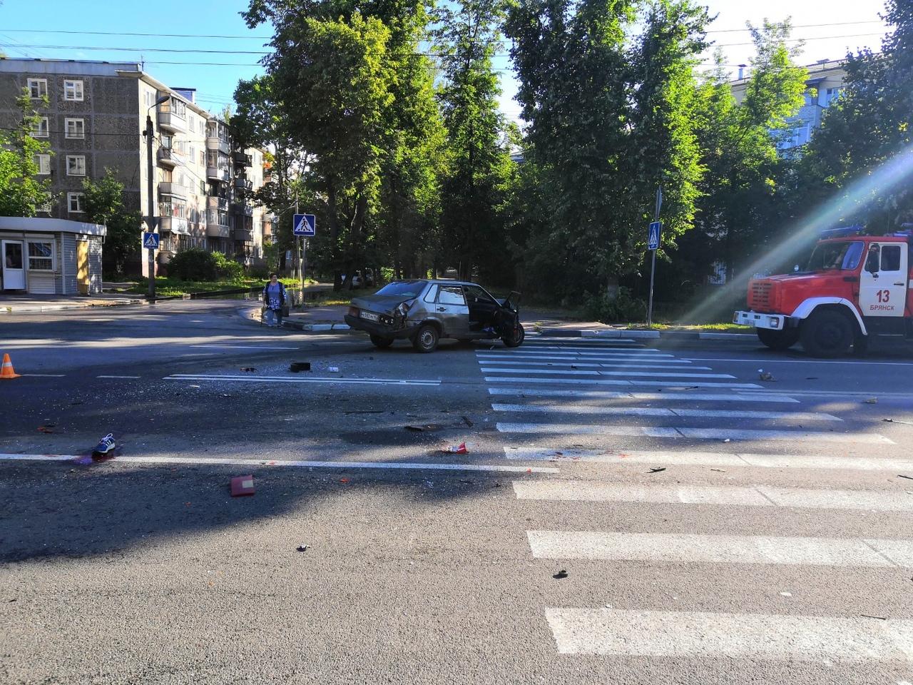 В Брянске пьяный водитель ВАЗа сломал ребра в серьезном ДТП