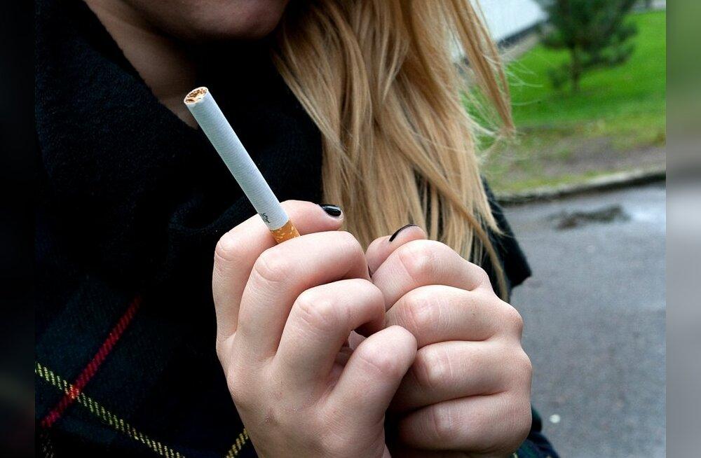 В Брянске курящие подростки оскорбили молодую мать с ребенком