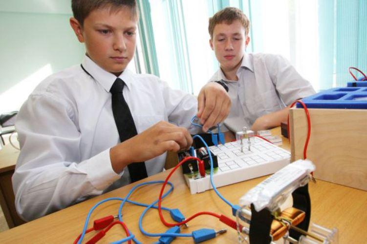 Брянских учителей упрекнули в плохом преподавании физики