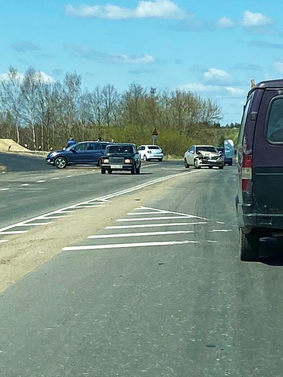В Брянске на пустой дороге к Орлику произошло ДТП
