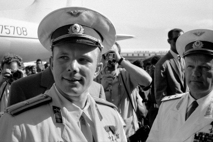 В Брянске прошел митинг к 85-летию Юрия Гагарина
