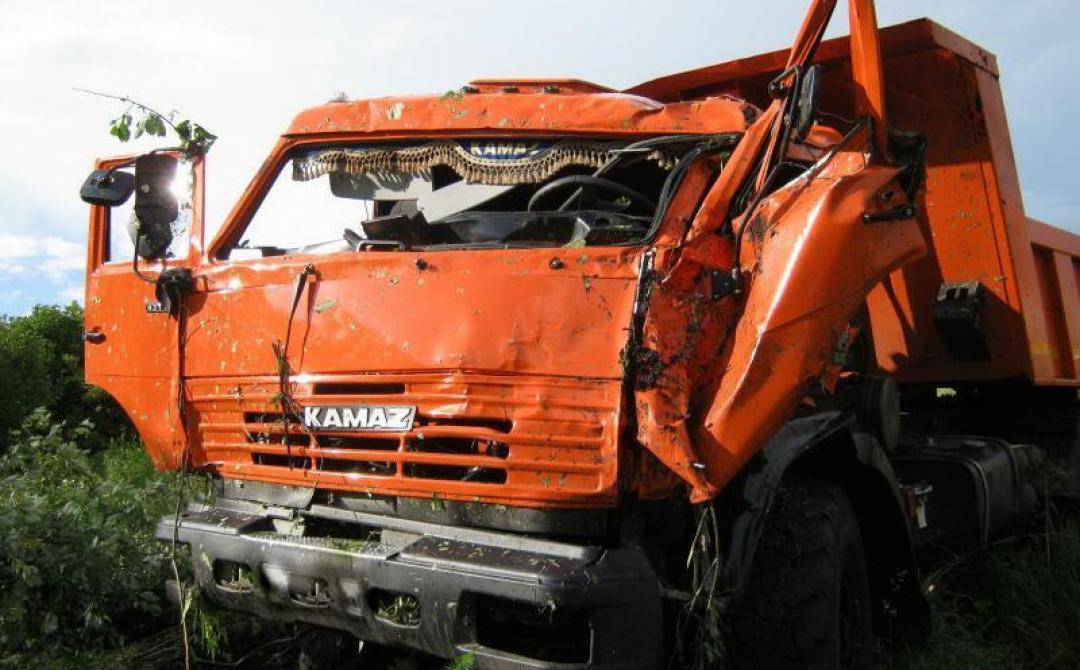 В Погарском районе столкнулись два КАМАЗа: ранен 58-летний водитель