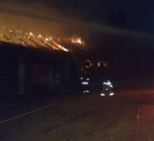 В Карачевском районе огнеборцы около часа тушили гараж