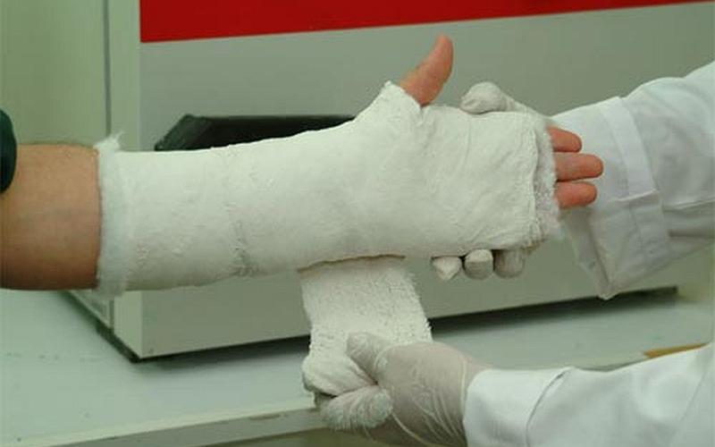 В Брянске пассажир внедорожника сломал руку в ДТП