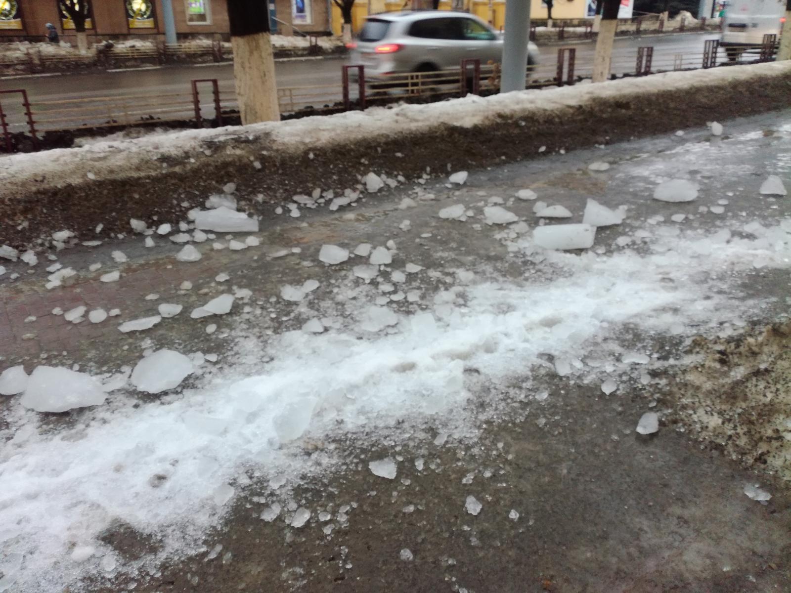 Стало известно о состоянии брянского мальчика, пострадавшего от глыбы льда