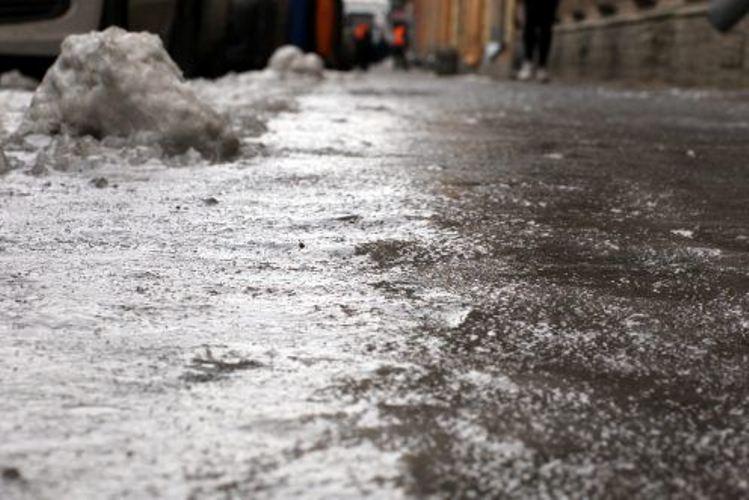 Житель Петербурга, поскользнувшийся на тротуаре, отсудил полмиллиона