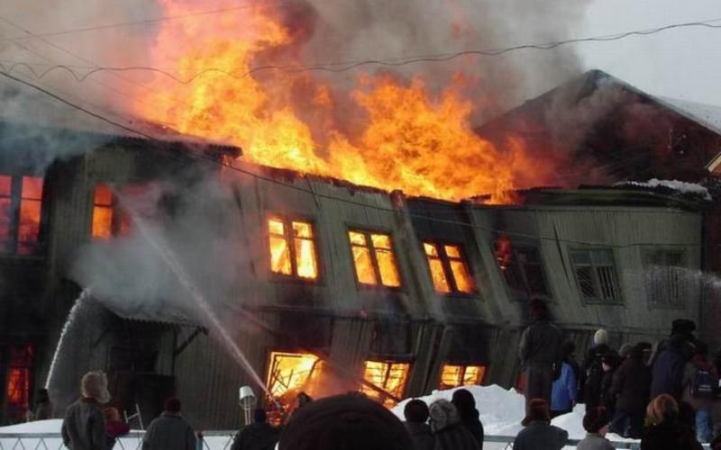 В дятьковском поселке горела двухэтажка