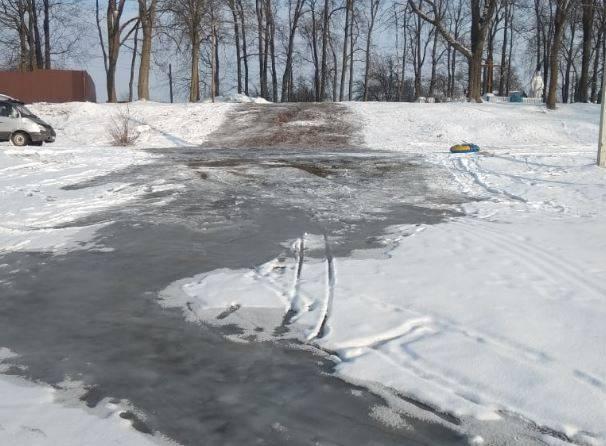 В Новозыбкове появилась огромная ледяная горка для детей
