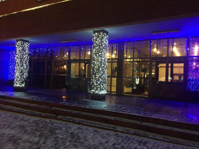 Здание брянской городской администрации засверкало новогодними огнями