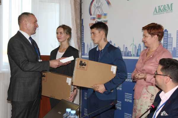 Брянских школьников наградили за спасение человека