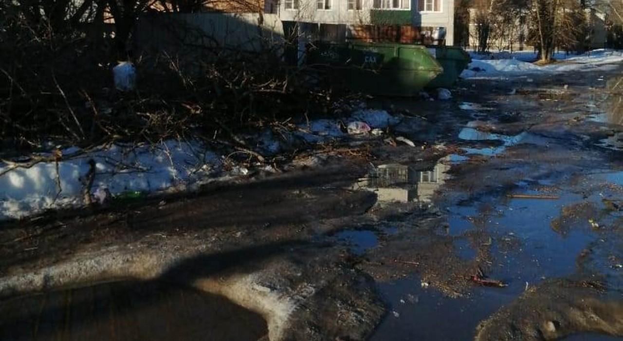 Жители Фокинского района пожаловались на разруху в переулке Новозыбковском