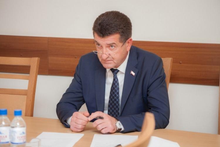 Александр Хлиманков сравнил интернет и СМИ с мусором и помоями