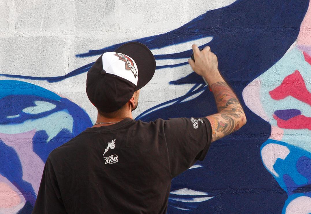 Брянский художник Виталий Короткий нарисовал граффити на стене поликлиники №4