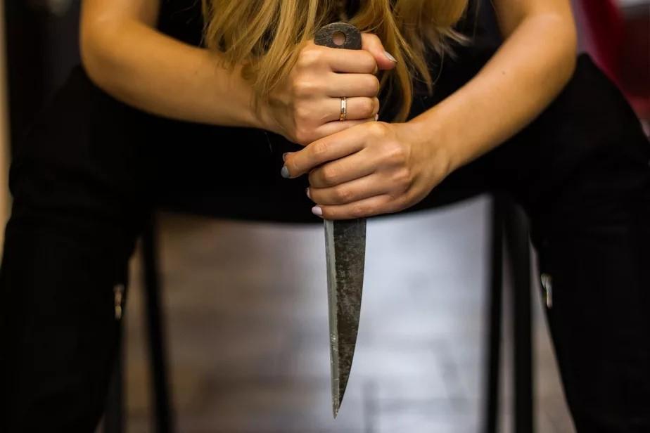 Жительница Новозыбкова вонзила нож в спину мужа во время скандала