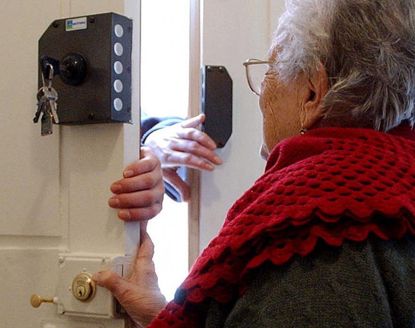 В Клинцах мошенники меняют пенсионерам фильтры за 20 тыс руб