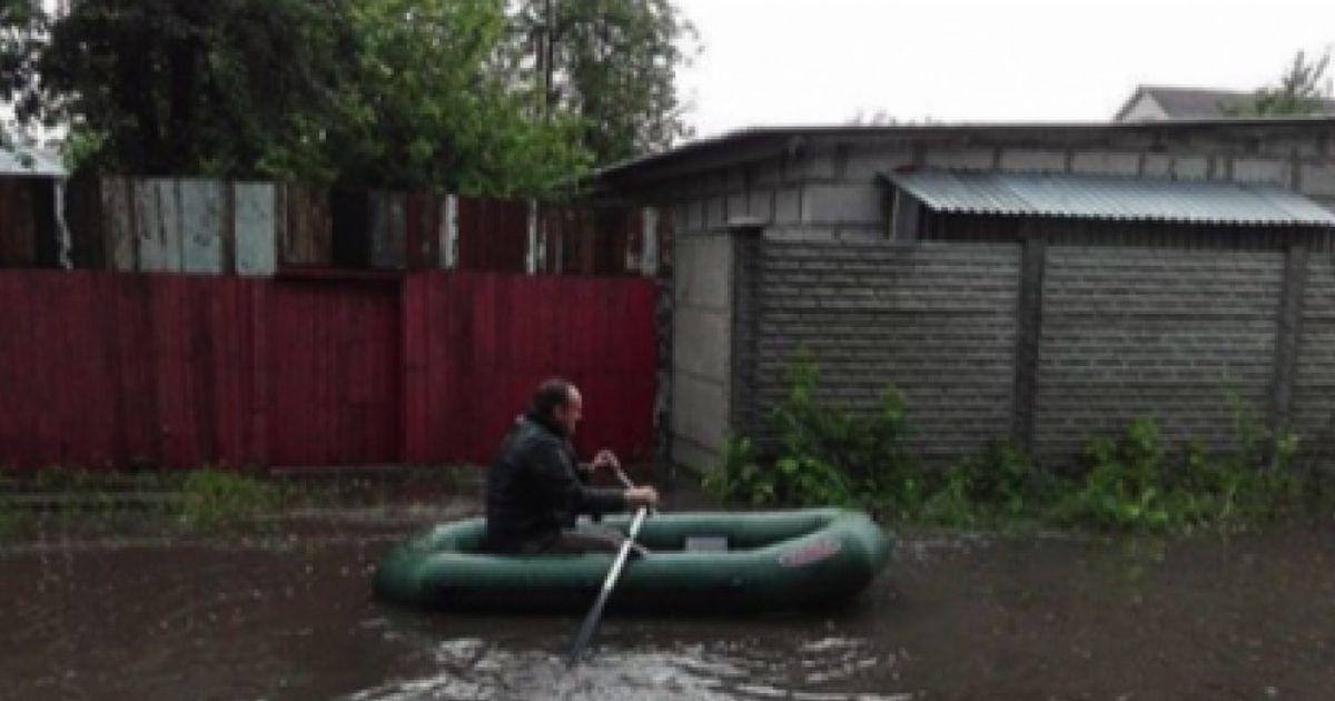 В Брянске после дождя затопило улицу Фокина