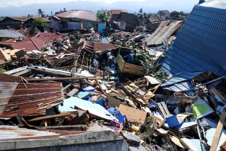 Жуткое цунами в Индонезии: 437 погибших и 14 тысяч человек раненых