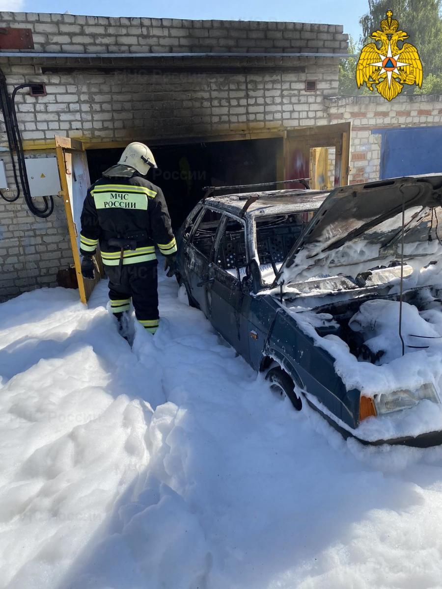 В Путевке сгорела легковушка