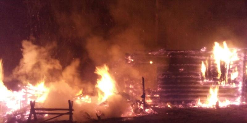 В брянском селе в горящем  доме погиб 70-летний мужчина