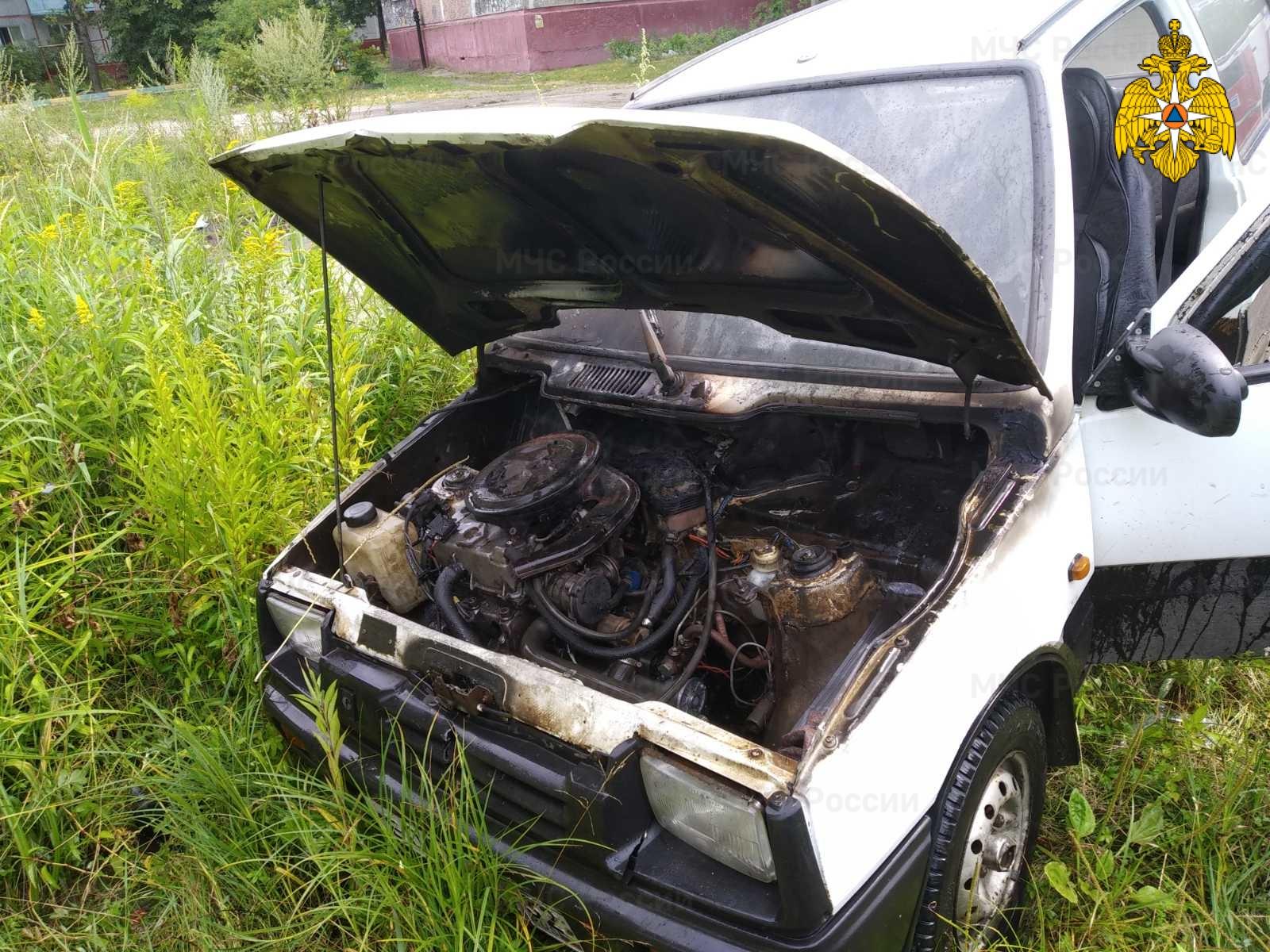 В Володарском районе Брянска вспыхнула легковушка