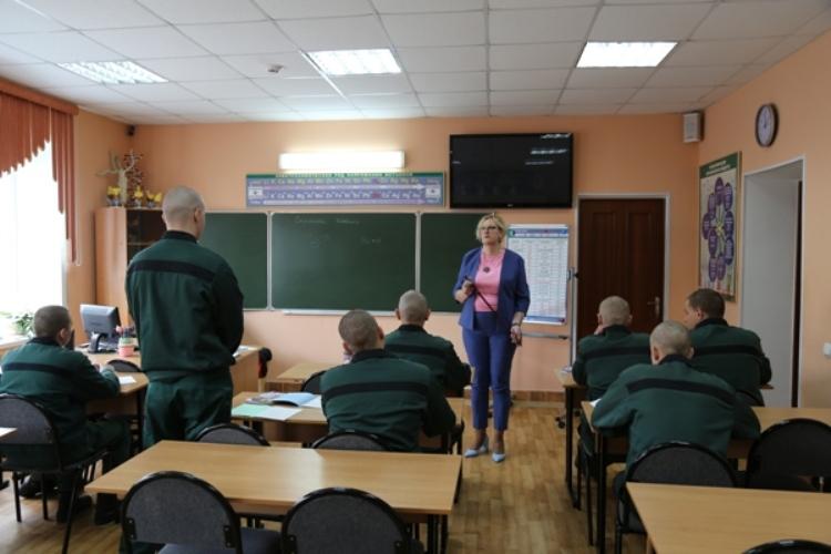 Брянские осужденные поздравили своих преподавателей