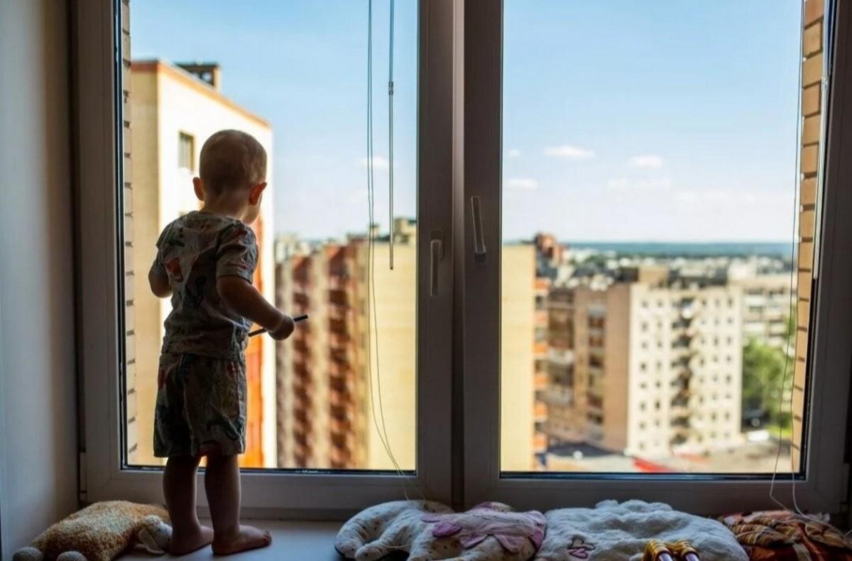 В Брянской области с начала года из окон выпали 4 ребенка
