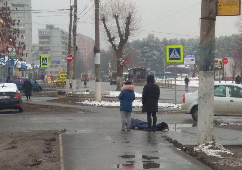 В Брянске возле больницы №2 скончался мужчина